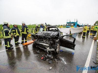 Verkehrsunfall B10 - PKW und LKW