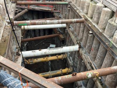 Komplizierte Abstützmaßnahmen in der Tunnelbaustelle